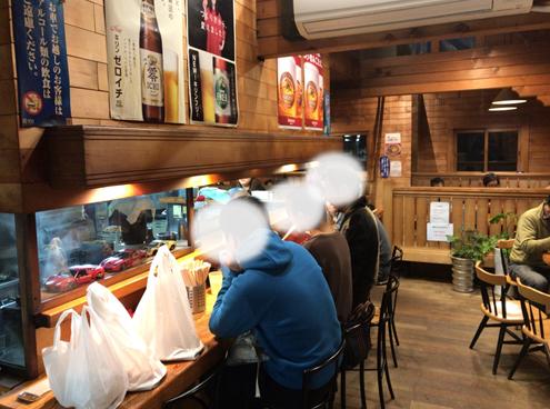 人気ラーメン店のさっぽろらうめん榛原店カウンター