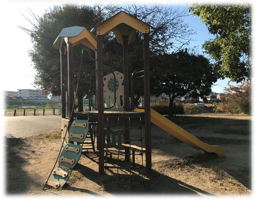 遊具や広場があり子供の遊び場として人気の耳成山公園